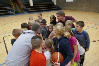 TV Heppenheim lässt Nibelungenschüler Basketball schnuppern