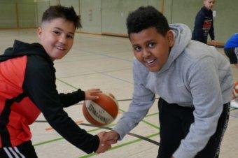 Martin-Buber-Schule: Basketball Tic, Tak Toe und Pässe waren die Renner