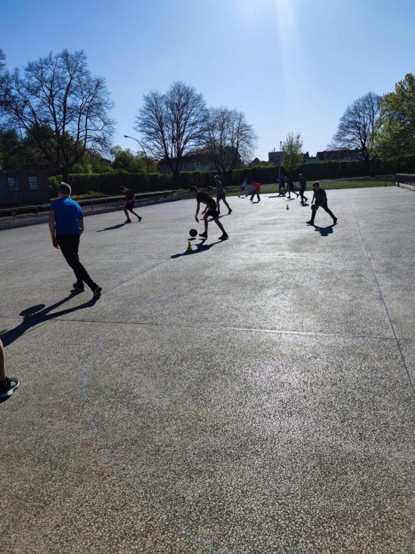 Neuer Basketball-Freiplatz wird super angenommen